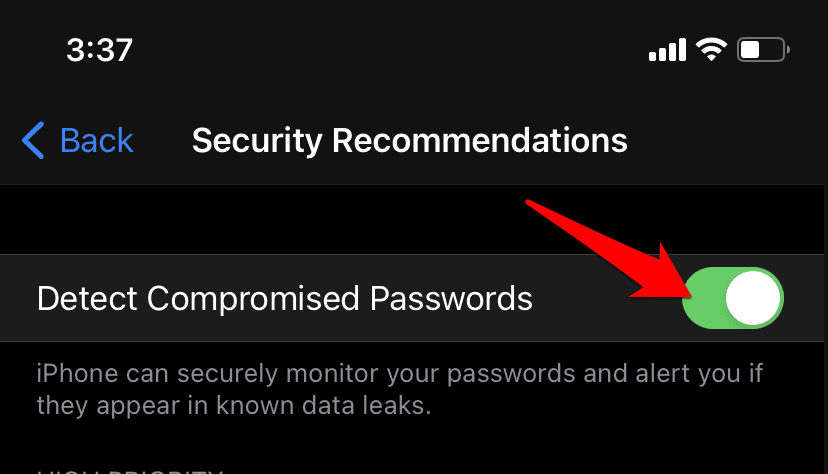 Detect Compromised Passwords toggle button in Safari iPhone