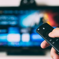 smart tv with remote feat